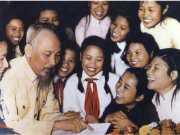 Đề thi khảo sát chất lượng đầu năm lớp 3 Tiếng Việt: Quan sát ảnh Bác Hồ treo trong lớp học…