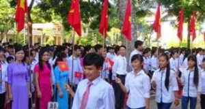 Đề KSCL cuối học kì 1 Tiếng Anh 9 Thanh Hóa: My brother often (go) … to school by bike everyday