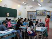 Đề thi kì 1 tiếng Anh lớp 6 – Hải Lăng:  Mrs. Mai usually…(finish) her work at 5 p.m
