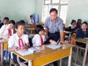 Thi học kì 2 môn Tiếng Việt 4: Bạn Phú trong câu chuyện thiếu hẳn đôi tay nhưng đã biết làm những việc gì?