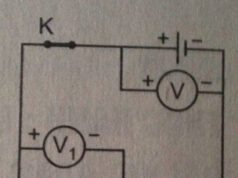 Bài 27.12, 27. 13 trang 71 SBT Vật Lý 7: Hãy tính hiệu điện thế giữa hai đầu mỗi bóng đèn Đ1 và Đ2 ?